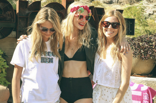 2014 Coachella - Best celebrity outfits  2014 Coachella - Best celebrity outfits 2014 coachella celebrities outfits Sienna Miller with Poppy and Cara Delevingne