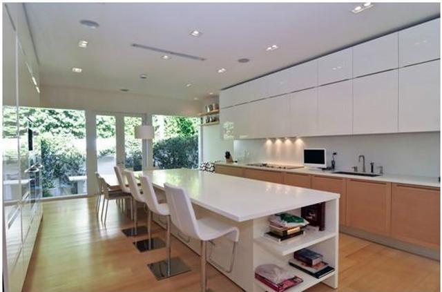 Shakira-Miami-Beach-Mansion-kitchen  Celebrity Homes —Shakira Luxury Mansion in Miami Beach Shakira Miami Beach Mansion kitchen