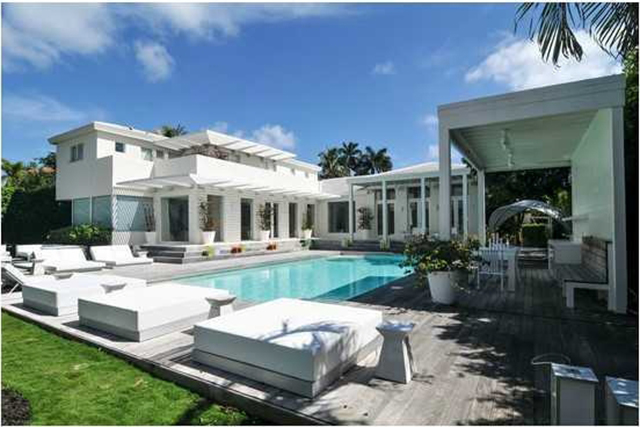 Shakira-Miami-Beach-Mansion-pool  Celebrity Homes —Shakira Luxury Mansion in Miami Beach Shakira Miami Beach Mansion pool