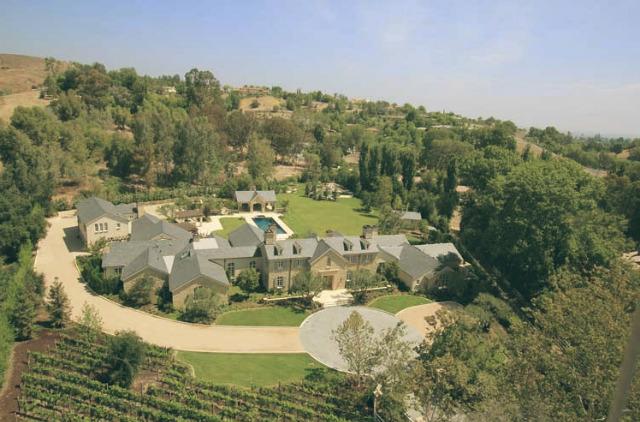 Top 10 — Celebrity Homes in Los Angeles | Kim Kardashian and Kanye West | Hidden Hills Celebrity Homes in Los Angeles Top 10 — Celebrity Homes in Los Angeles Top 10 Celebrity Homes in Los Angeles kim and kanye hidden hills home 2