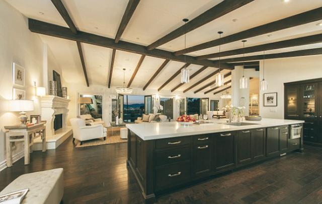 Top 10 — Celebrity Homes in Los Angeles Celebrity Homes in Los Angeles Top 10 — Celebrity Homes in Los Angeles Top 10 Celebrity Homes in Los Angeles mila kunis ashton kutcher home LA kitchen