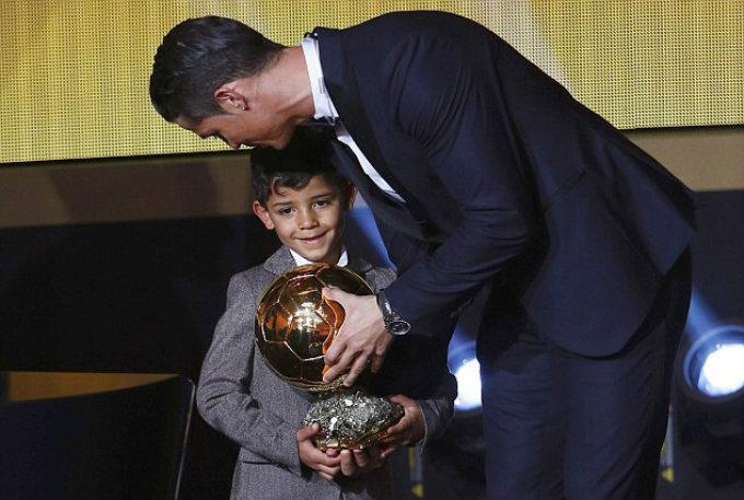 Celebrity Gossip Cristiano Ronaldo wins the 3th Golden Ball