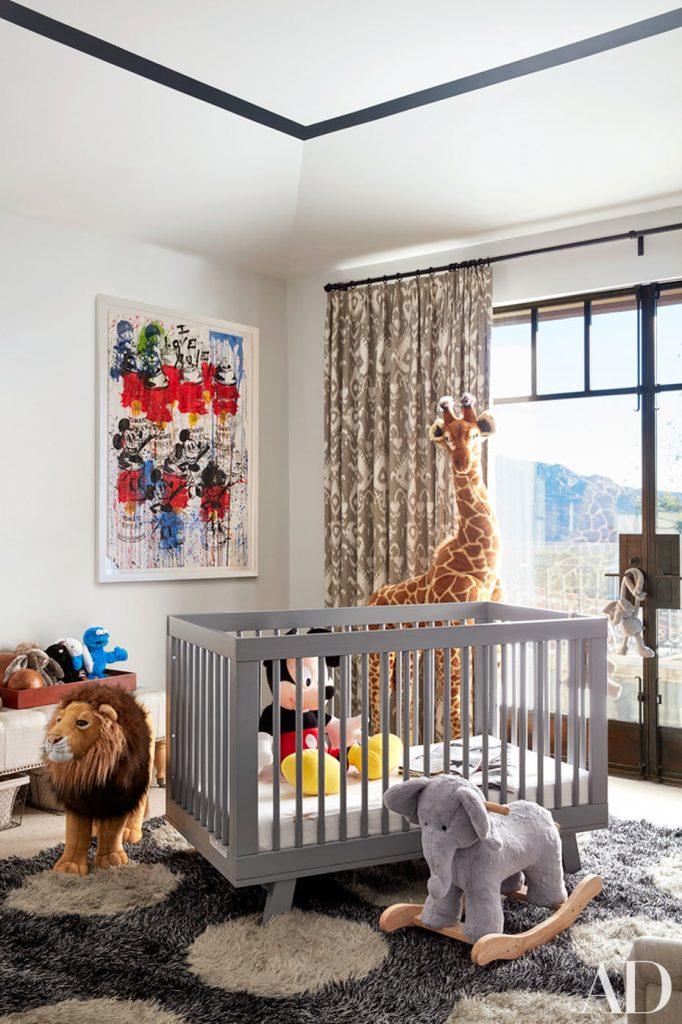 Celebrity homes khlo and kourtney kardashian dream homes for Khloe k living room