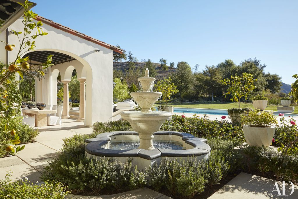 Celebrity Homes Khloé and Kourtney Kardashian Dream Homes in California (15)
